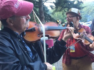 Seattle fiddle legends - Paul Anastasio imitating Joe Venuti's loose string bowing.  Greg Canote bowing the tune.